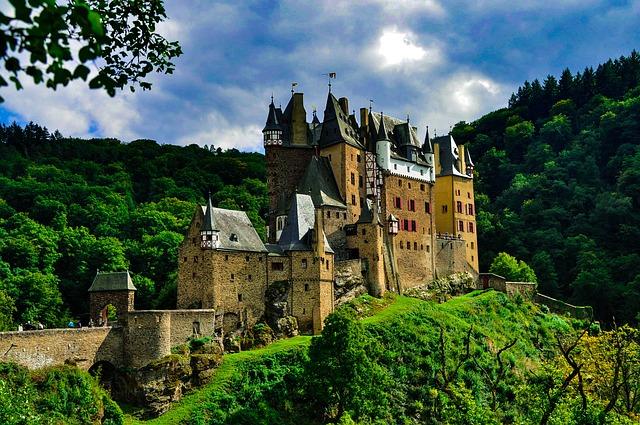 castle-2380219_640